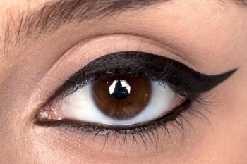 come applicare l'eyeliner,occhi truccati,occhi,make up