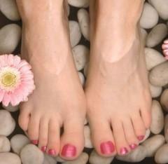 pediluvio,cure naturali per i piedi,calli,duroni,sudorazione dei piedi,piedi,piedi curati