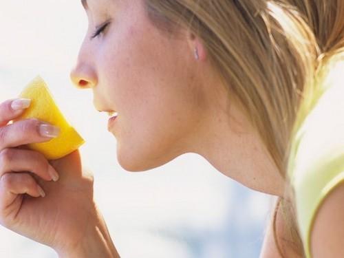 dieta,i benefici dell'acqua e limone,limone,dieta limone,sentirsi in forma,