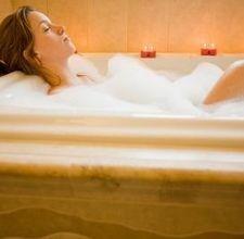 bellezza corpo i bagni naturali,bagni naturali,bagno alle erbe,bagno antistanchezza, bagno serale tonificante, bagno all'olio di mandorle,bagno a secco,bagno disintossicante,