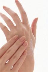 la cura naturale di mani e unghie,cura naturale mani,mani,bellezza,taccuino,cura delle unghie,come curare le unghie,cure naturali,yogurt,limone,glicerina,miele