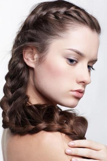 aapelli intrecciati,capelli,moda capelli,come intrecciare i capelli,